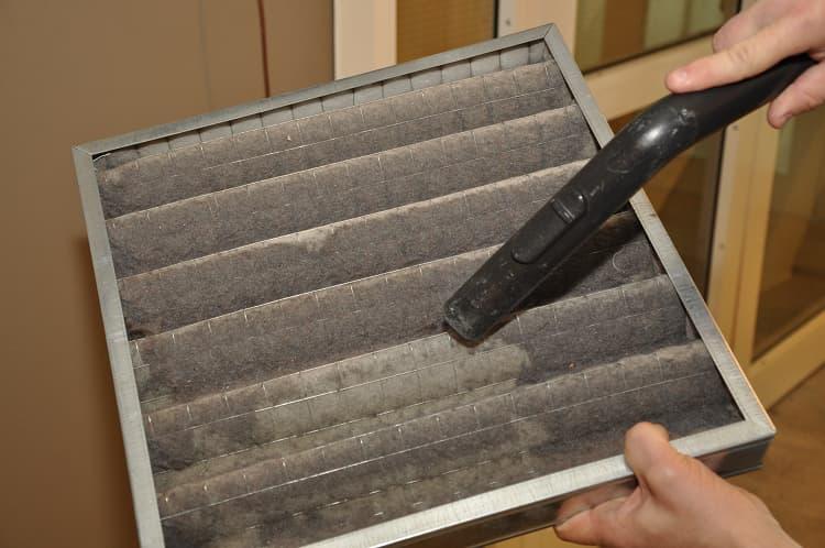 Một tấm lọc khí thông thường, đang được làm sạch
