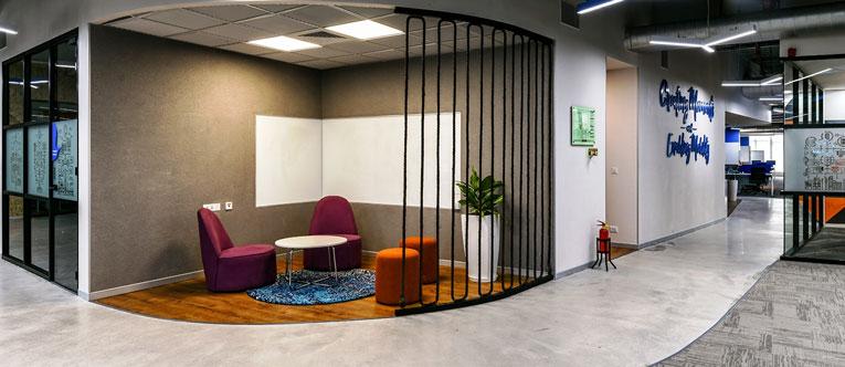 thiết kế nội thất văn phòng của Traveloka 9