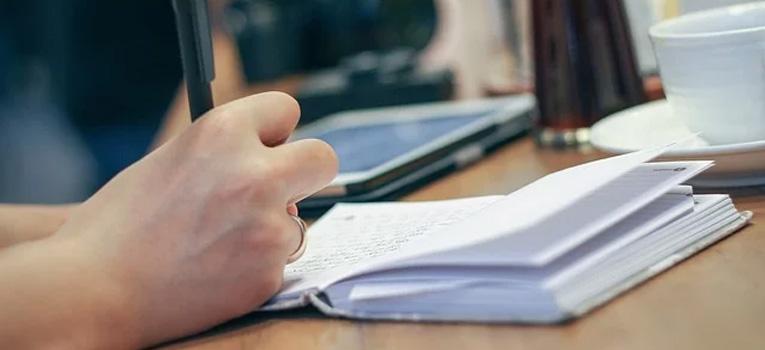 viết câu hỏi dành cho ứng viên ra giấy